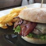 Alpin Burger mit Wirtshauspommes